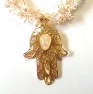 Image de Collier khomsa en  argent trempé dans l'or perles de cultures et cristaux