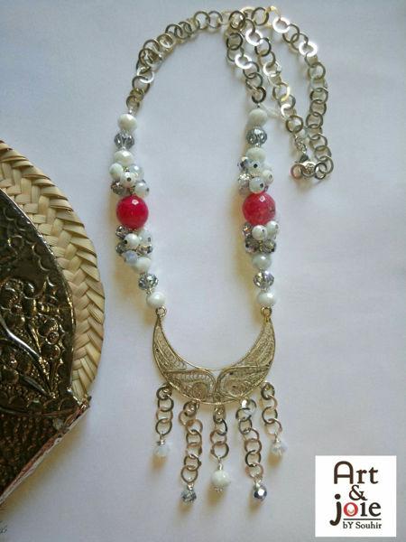 Image de Collier argenté avec pendentif filigrane hlél et mélange des cristaux et pierres semi-précieuse rose et blanc