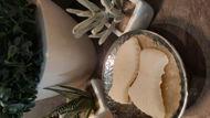 Image de Sel de bain naturel relaxant à l'huile de Lentisque pour soin des pieds