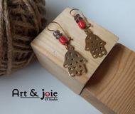 Image de Boucles d'oreilles khomsa en argent doré et corail