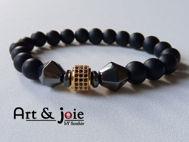 Image de Bracelet en pierre onyx mate , hematite noir et motif Swarovski doré