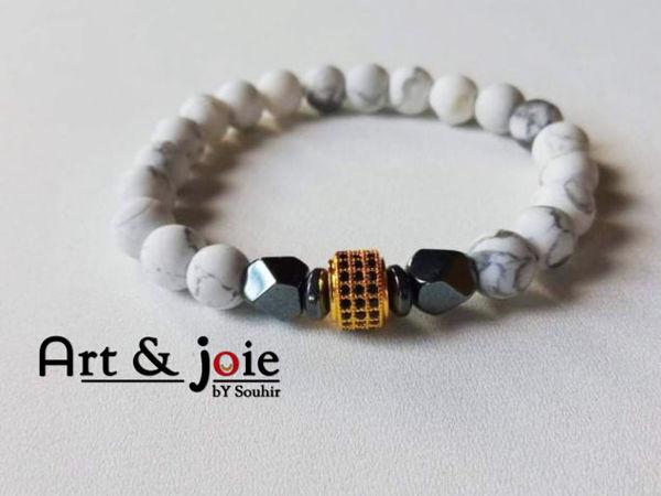 Image de Bracelet en pierre Howlite mate , hematite noir et motif Swarovski doré